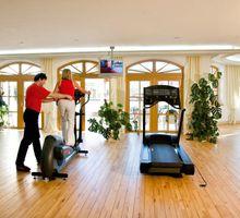 Wellness-Sport-Hotel Bayerischer Hof.Fitness.Personal Training.hotels/f4e5839753f31d8ce3526b98e404bb2c8a0afede/item/wellness-sport-hotel-bayerischer-hof-personal-training-82658.jpg