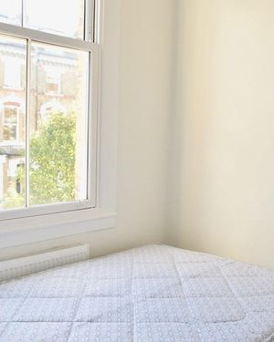 Modern 2 Bedroom Apartment Near Queens Park