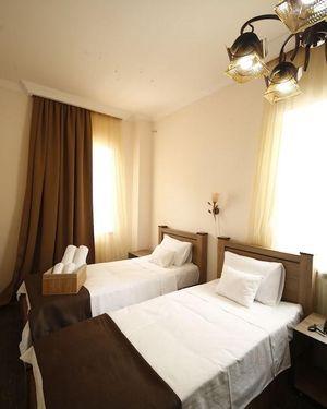 Log Inn Hotel