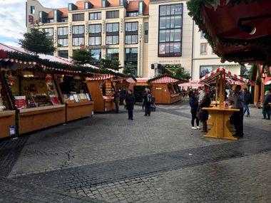Blick auf die Stände des Leipziger Weihnachtsmarkts