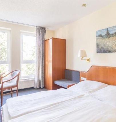 Hotel Markgraf Leipzig.Economy Doppelzimmer.hotels/1ff052575fd0ce029fe5439484385cea2d5a4edd/room/hotel-markgraf-leipzig-economy-doppelzimmer-68038.jpg
