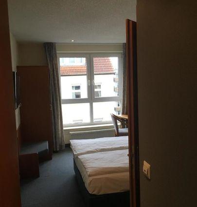 Hotel Markgraf Leipzig.Economy Doppelzimmer.hotels/1ff052575fd0ce029fe5439484385cea2d5a4edd/room/hotel-markgraf-leipzig-economy-doppelzimmer-82039.jpg