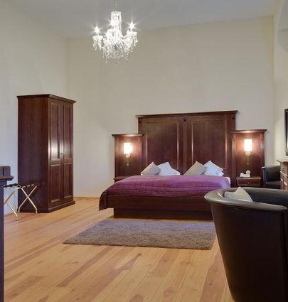 Schlosshotel Fürstlich Drehna.Junior Suite im Schloss.hotels/4a78c2d7e9b0b1a0ad45cb879e0d14c6207f111c/room/schlosshotel-furstlich-drehna-junior-suite-im-schloss-51780.jpg