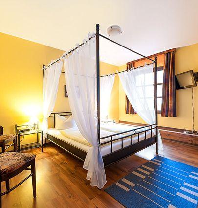 Zum Alten Ritter.Vierbettzimmer.hotels/596ea8e4377f960d7abb776129bfe070f5429a4c/room/zum-alten-ritter-vierbettzimmer-88968.jpg