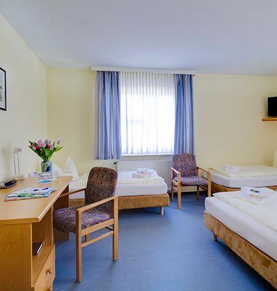 Hotel Zwickau Mosel.Vierbettzimmer.hotels/9581e39b2056ac97e9334c758e95e9d95aed12a2/room/hotel-zwickau-mosel-vierbettzimmer-94402.jpg