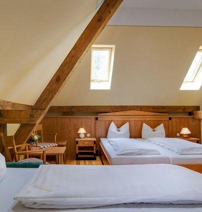 Hotel Jagdschloß Letzlingen.Dreibettzimmer Kavalierhaus.hotels/9eabb267b60f77f6672607f45949c934cc9d51ba/room/hotel-jagdschloss-letzlingen-dreibettzimmer-kavalierhaus-47767.jpg
