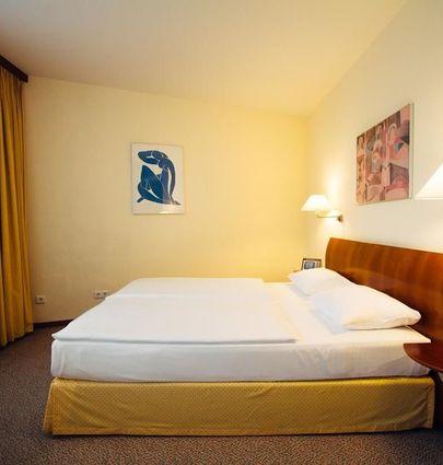 Globana Airport Hotel.Suite.hotels/e8140e6a7d26300d85b1618801943cdba3475f6e/room/globana-airport-hotel-suite-05355.jpg
