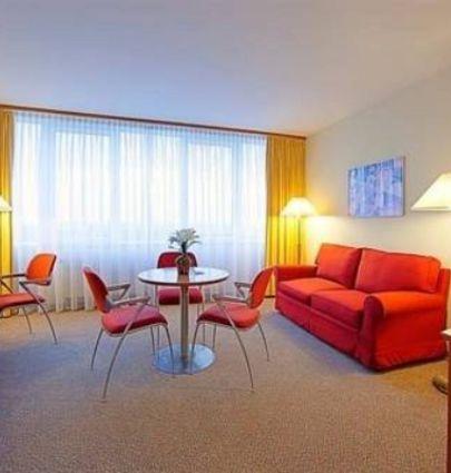 Globana Airport Hotel.Suite.hotels/e8140e6a7d26300d85b1618801943cdba3475f6e/room/globana-airport-hotel-suite-40030.png