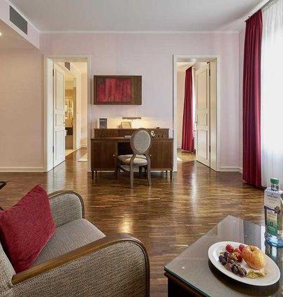 Hotel Elbresidenz an der Therme Bad Schandau.Juniorsuite Delux (mit Balkon und Jacuzzi).hotels/f4957e64271877833f6be1c5d693463a665af105/room/hotel-elbresidenz-an-der-therme-bad-schandau-juniorsuite-delux-mit-balkon-und-jacuzzi-64957.jpg