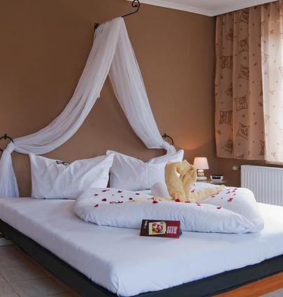 Romantisches Geniesser Hotel Dübener Heide.Doppelzimmer.hotels/fa0ee136f154c7c94f4ede5e53e57043c968546e/room/romantisches-geniesser-hotel-dubener-heide-doppelzimmer-57489.jpg