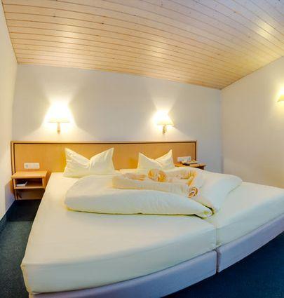 Seehotel Luisenhof Falkenhagen.Doppelzimmer Komfort.hotels/fb74e4d94018965c7fd096b4f733280e79781de8/room/seehotel-luisenhof-falkenhagen-doppelzimmer-komfort-97724.jpg