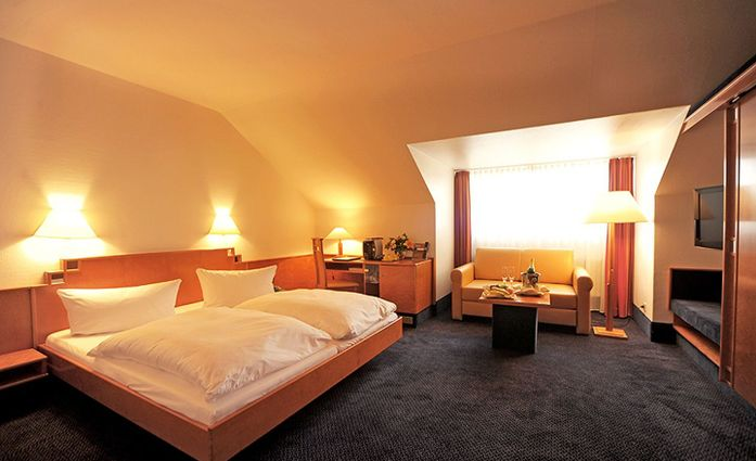 CityClass Hotel SAVOY.Doppelzimmer.hotels/1a2dbfb60fa6a7ee13e6e2779211f9de82bd0481/room/cityclass-hotel-savoy-doppelzimmer-75406.jpg