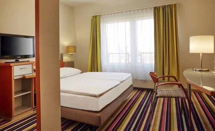 H+ Hotel Köln Hürth **** (ehemas RAMADA).Doppelzimmer.hotels/1e82a80fe27912d646dc44677686580e9b136eee/room/h-hotel-koln-hurth-ehemas-ramada-doppelzimmer-39839.jpg