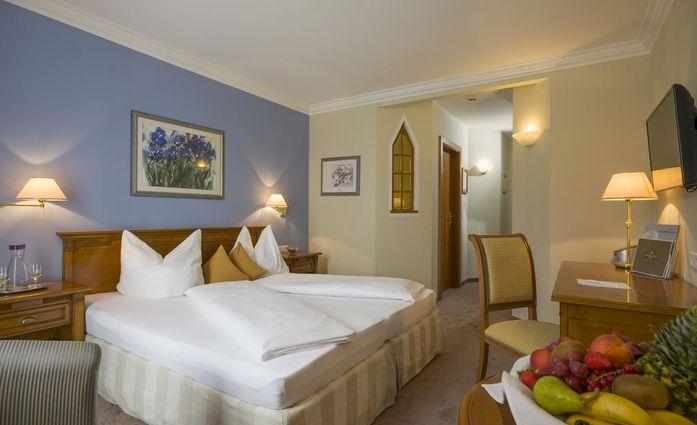 Wellness Schloss Panorama Royal.Doppelzimmer.hotels/3a702b675ed7f3ffbe8404a7d084ee1bce7e303c/room/wellness-schloss-panorama-royal-doppelzimmer-33742.jpg