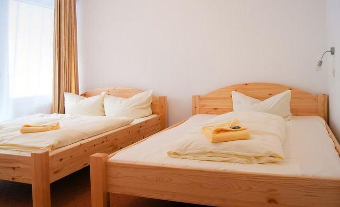 Ferien Hotel Bad Malente.Dreibettzimmer.hotels/3dcbefad03bb01d8a63bf5a02ec8c70f0dd17ea4/room/ferien-hotel-bad-malente-dreibettzimmer-91512.jpg