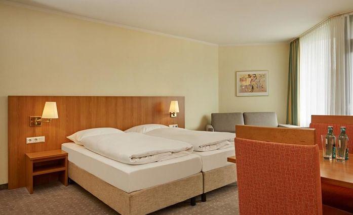 H+ Hotel Willingen ***S.Beliebiges Zimmer.hotels/4cf24f5e371ca8637a2ae21a5ffe9b4b25bc0b09/room/h-hotel-willingen-s-beliebiges-zimmer-91816.jpg