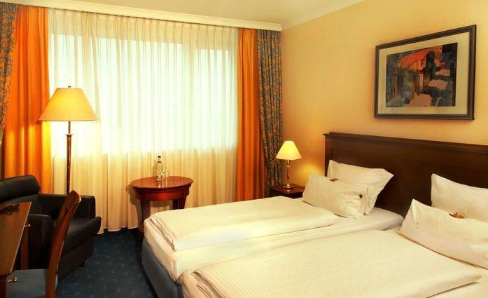 H4 Hotel Kassel.Doppelzimmer.hotels/54d4def24169da9a05c64dfc8edef08436c0f0a4/room/h4-hotel-kassel-doppelzimmer-24016.jpg