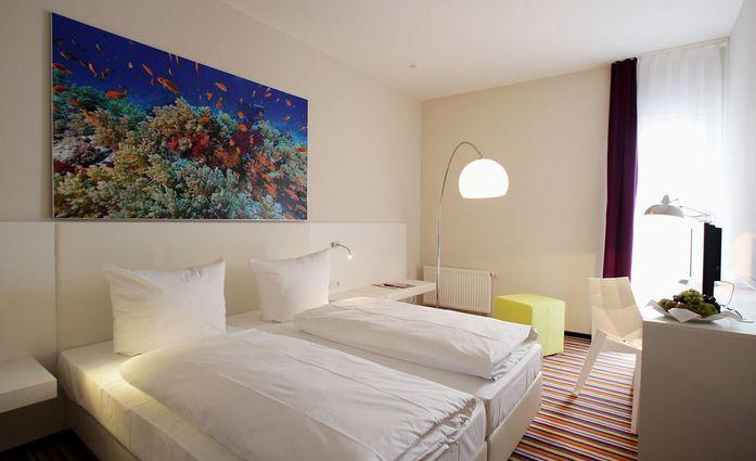 Friendly Cityhotel Oktopus.Doppelzimmer.hotels/5807ac39cfba86c2a2f713aa4e59c5c19cca1670/room/friendly-cityhotel-oktopus-doppelzimmer-16240.jpg