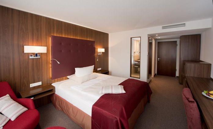 Fora Hotel Hannover.Doppelzimmer.hotels/628b7c9636fef977bda921d322b07a28610c4b47/room/fora-hotel-hannover-doppelzimmer-85063.jpg