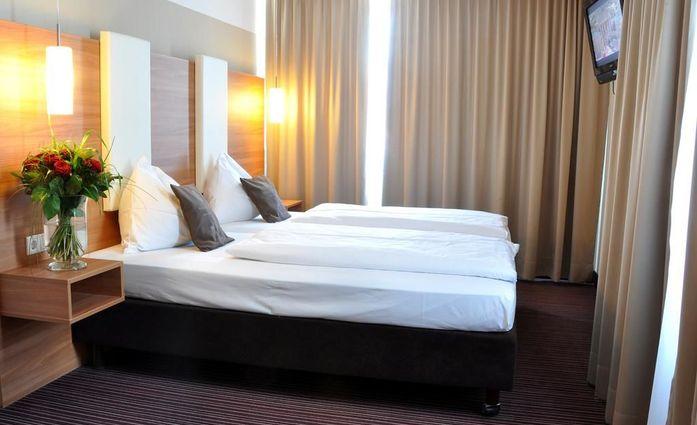 **** Hotel Cristal München.Doppelzimmer.hotels/6466cc2f0ed2e3341fe096e599d892de7fa300bd/room/hotel-cristal-munchen-doppelzimmer-73619.jpg