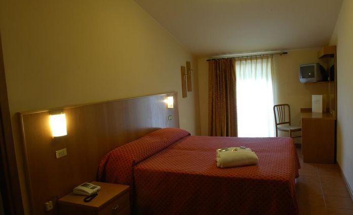 Hotel Bellavista.Doppelzimmer.hotels/6bc13060e612d56d6ddcf02cee3022ad5e6f254f/room/hotel-bellavista-doppelzimmer-86126.jpg