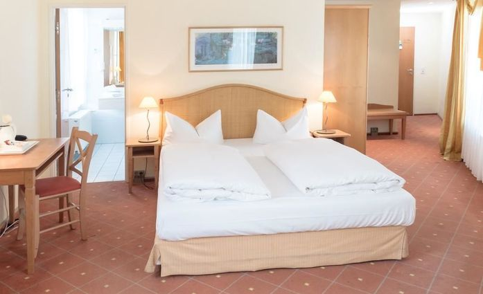 Hotel Leipzig City Nord by Campanile.Doppelzimmer.hotels/7694f81885a9b9fe42f6969920a65c290fb1e155/room/hotel-leipzig-city-nord-by-campanile-doppelzimmer-95787.jpg