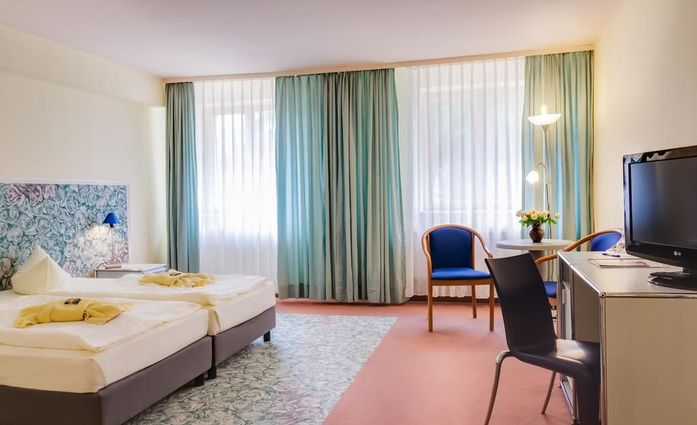 Erzgebirgshotel Freiberger Höhe.Dreibettzimmer.hotels/8e0e6f019066362dcb64c223e3fccb2bc9b976f3/room/erzgebirgshotel-freiberger-hohe-dreibettzimmer-64756.jpg