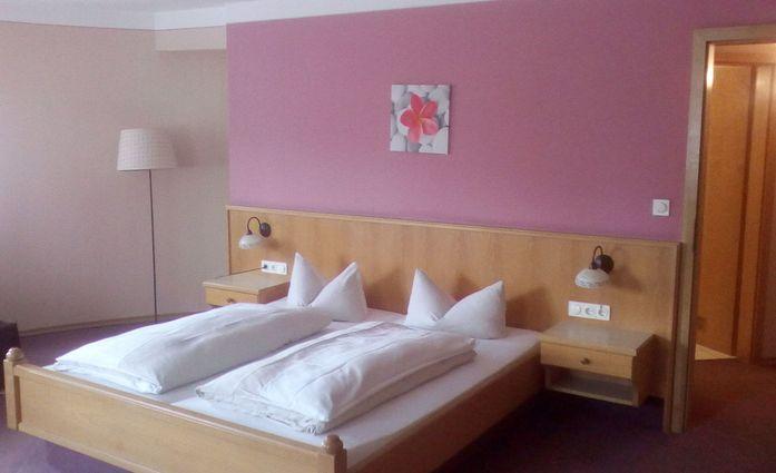 Hotel-Gasthof Kern.Doppelzimmer – Kategorie 1.hotels/8f7985cfed9a3f5496bec9093db6fcdcae60e5cd/room/hotel-gasthof-kern-doppelzimmer-kategorie-1-20843.jpeg