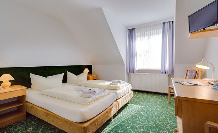 Hotel Zwickau Mosel.Doppelzimmer Komfort.hotels/9581e39b2056ac97e9334c758e95e9d95aed12a2/room/hotel-zwickau-mosel-doppelzimmer-komfort-89708.jpg