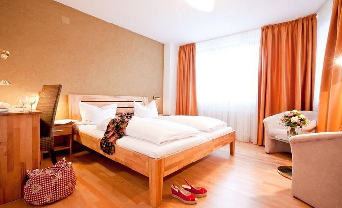 Hotel - Restaurant Sonne.Doppelzimmer.hotels/a0d10b9cc84ba01c687165528785ca229a058a59/room/hotel-restaurant-sonne-doppelzimmer-41474.jpg