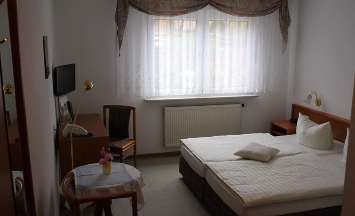 Hotel Kirchner.Doppelzimmer.hotels/a44e9a18e919770fcf1a957e8b9c1625abf5a65d/room/hotel-kirchner-doppelzimmer-10085.jpg