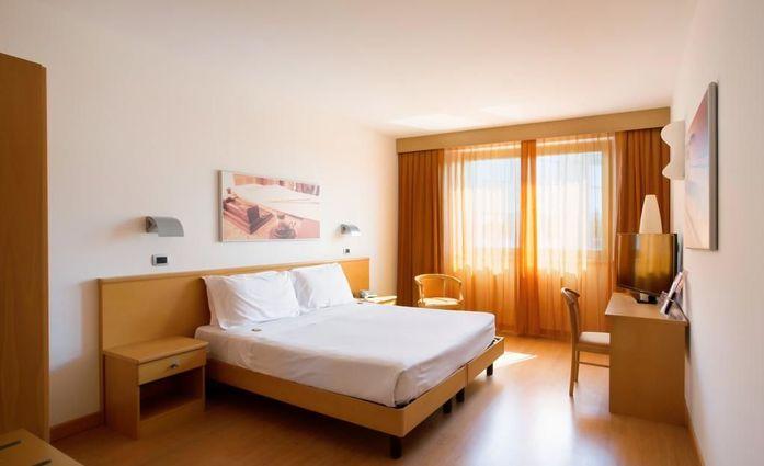 Hotel Montemezzi.Doppelzimmer.hotels/ae60bffde5ae24a0285b46cede099356fd5f55b8/room/hotel-montemezzi-doppelzimmer-64239.jpg