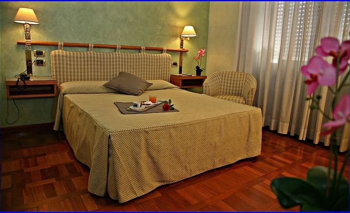 Hotel Meeting.Doppelzimmer.hotels/ae7d2ae7f0d5a2904366e70158c7dd1094f33053/room/hotel-meeting-doppelzimmer-90724.jpg