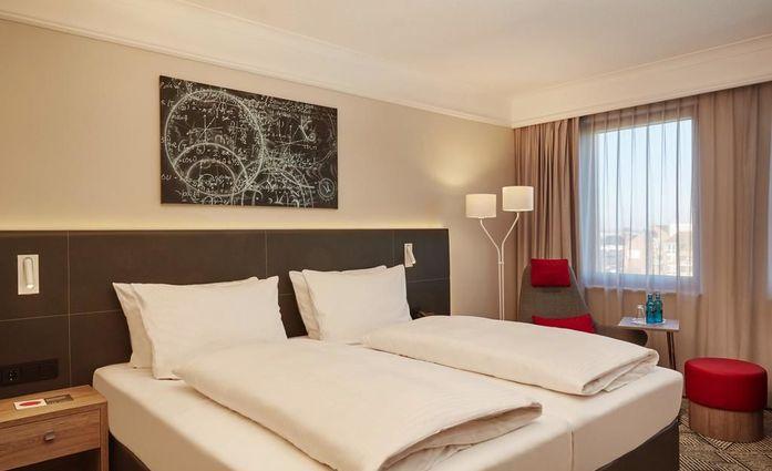 H4 Hotel Hannover Messe.Doppelzimmer.hotels/beb8d1726835d96e847a4d54f403e0dd5286a912/room/h4-hotel-hannover-messe-doppelzimmer-75651.jpg
