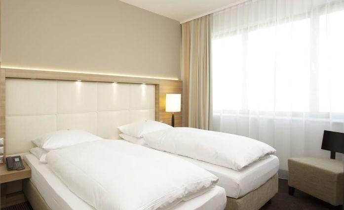 H4 Hotel Berlin Alexanderplatz.Doppelzimmer.hotels/c134e8e865fc84936ad959861a3e39eeb2f0d7de/room/h4-hotel-berlin-alexanderplatz-doppelzimmer-53385.jpg