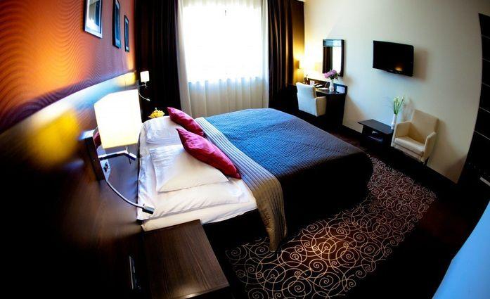 Airport Hotel Stacio.Doppelzimmer.hotels/c4f56c7a4da1ac3b5383e83322edef25614a814f/room/airport-hotel-stacio-doppelzimmer-57677.jpg