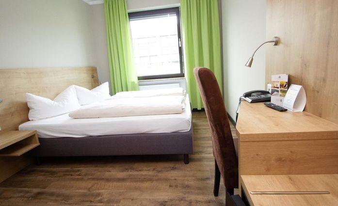 Hotel Dolomit.Doppelzimmer.hotels/d0e7f97466afdda9a35d97e045a96e13465d8599/room/hotel-dolomit-doppelzimmer-12112.jpg