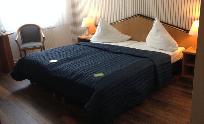 Hotel Residenz Leipzig.Doppelzimmer.hotels/fbf572a0fc90df8c4e9568baa0dcd40d79ddf212/room/hotel-residenz-leipzig-doppelzimmer-94307.jpg