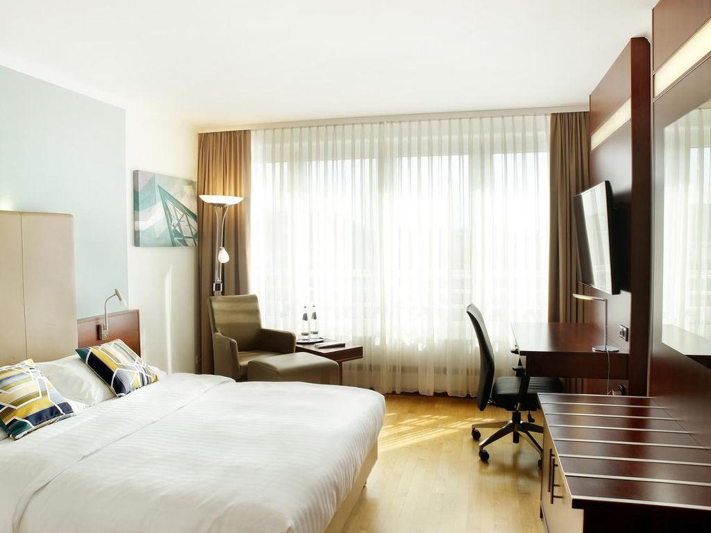 Courtyard by Marriott Dresden.Doppelzimmer.hotels/165ea22dba3c65d32ea5f20275f57ae21ce7c5fa/room/courtyard-by-marriott-dresden-doppelzimmer-87728.jpg
