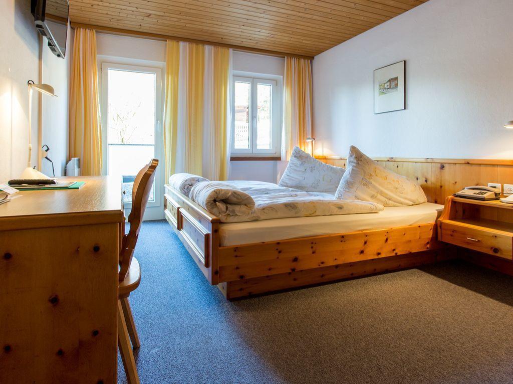 Hotel Restorant Engiadina.Doppelzimmer.hotels/1b7acabddb593393479183248bb4de90d736554f/room/hotel-restorant-engiadina-doppelzimmer-41607.jpg