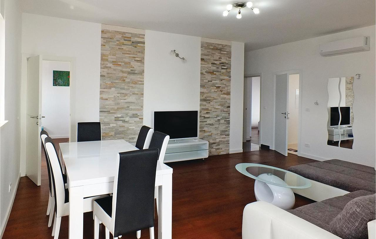 Apartment Slatine with Sea View 08