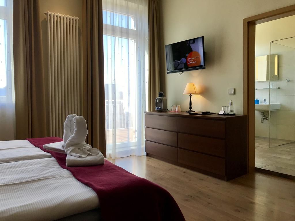 Hotel Via City.Doppelzimmer Deluxe mit Balkon.hotels/52e83bbd79fbeb63d143cd188ce7d345ae3e8682/room/hotel-via-city-doppelzimmer-deluxe-mit-balkon-86946.jpg