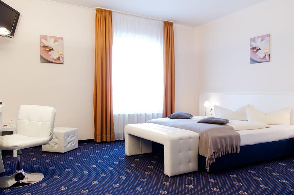 Stadthotel Gersthofen.Doppelzimmer.hotels/5dbd2947520001468a6170e4da040720c878cb8d/room/stadthotel-gersthofen-doppelzimmer-98320.jpg