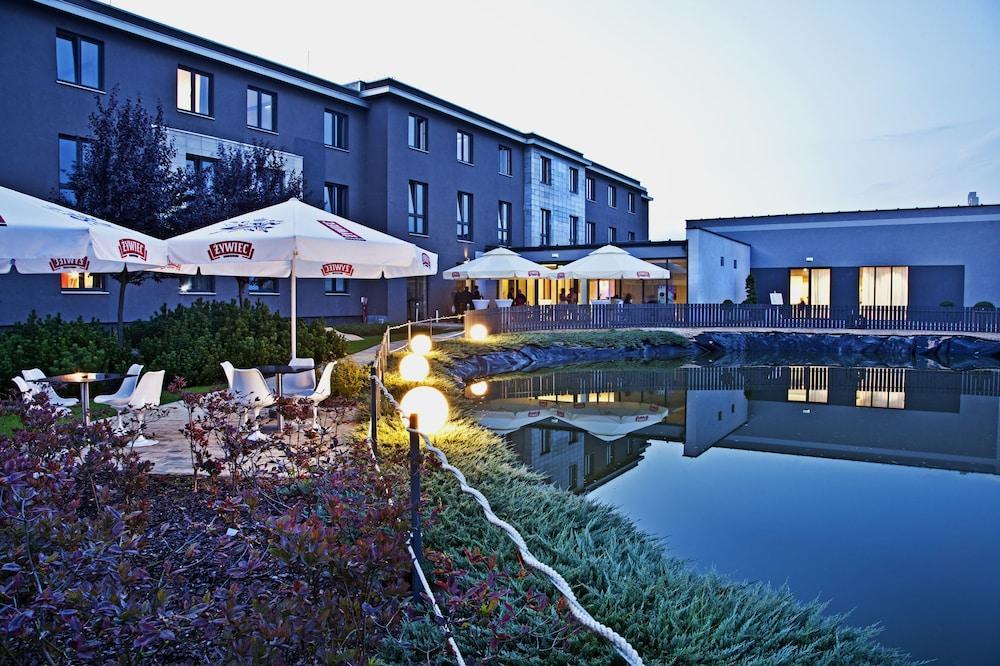 Artis Loft Radziejowice Parcel Hotel Booking On Hotelfriend