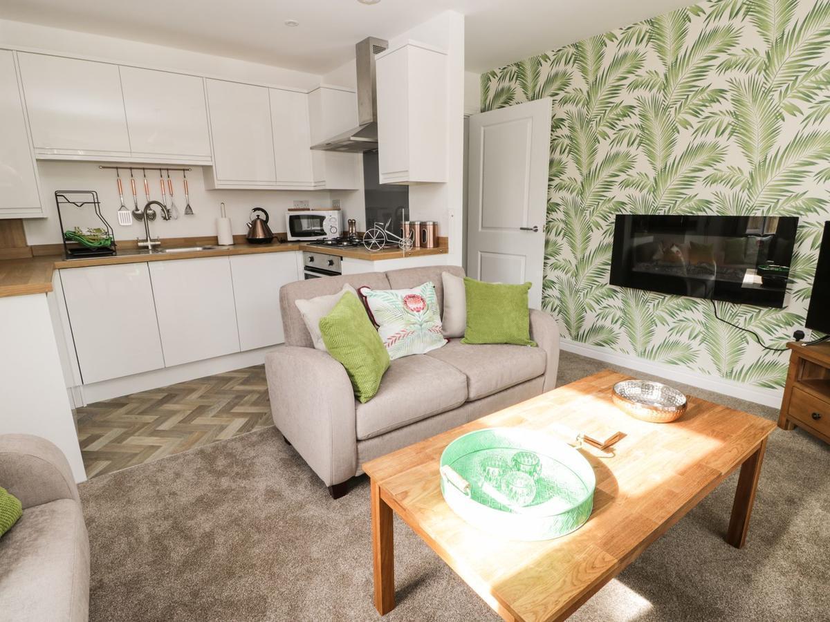 Apartment 1, Scarborough