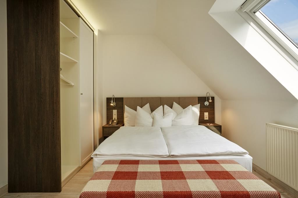 H+ Hotel Nürnberg (ehemals RAMADA).Doppelzimmer.hotels/a8664400677eff4746c3b66963dd6970c96aa75d/room/h-hotel-nurnberg-ehemals-ramada-doppelzimmer-61913.jpg
