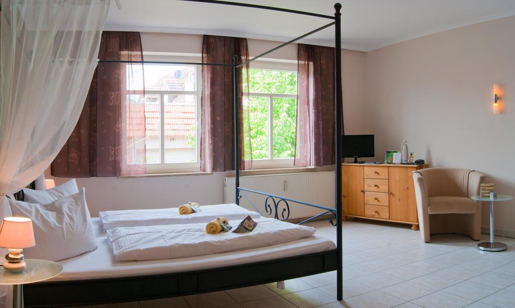 Romantisches Geniesser Hotel Dübener Heide.Juniorsuite.hotels/fa0ee136f154c7c94f4ede5e53e57043c968546e/room/romantisches-geniesser-hotel-dubener-heide-juniorsuite-65223.jpg