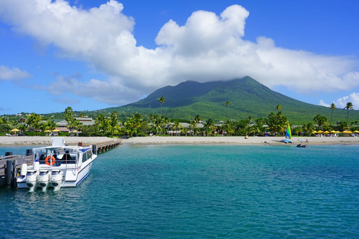 Pinney's beach, Saint Kitts and Nevis