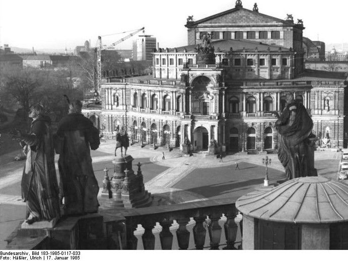 Dresden Semperoper in 1985